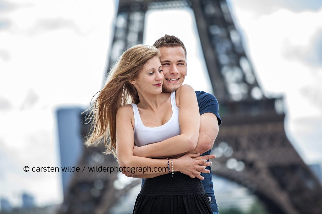 Eiffel Tower couples shooting