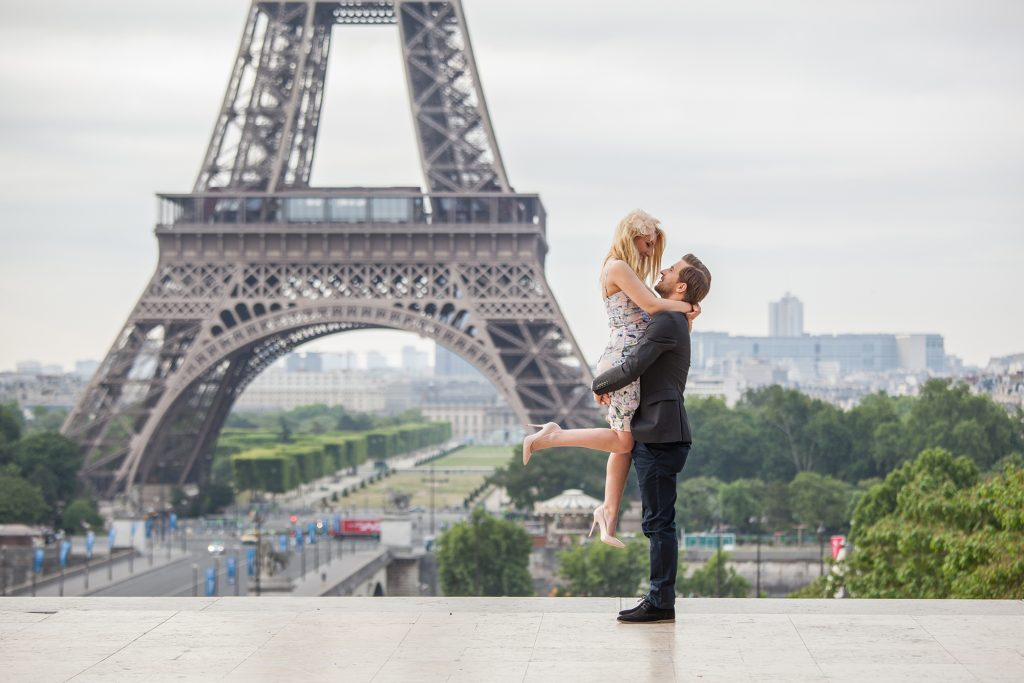 Eiffel Tower couples shooting booking