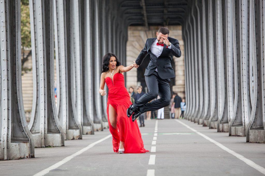 fun photoshooting prewedding paris