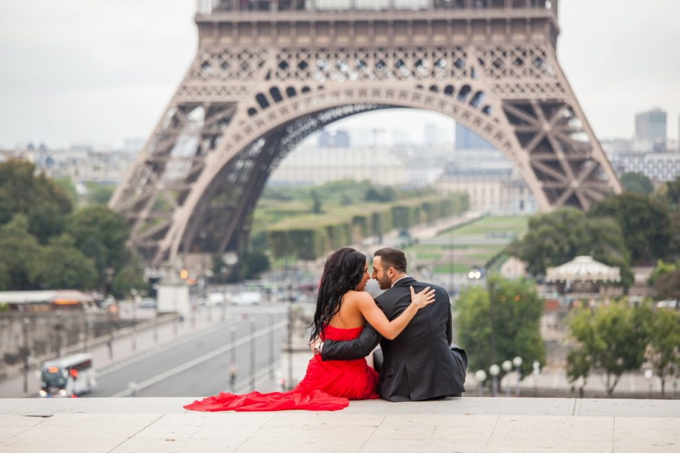 Paris photographer proposals and romantic couples shooting