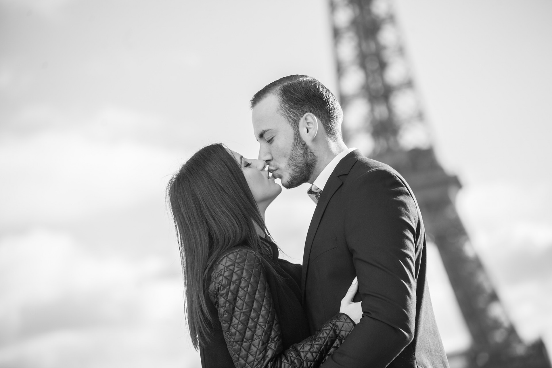 couples in paris photoshooting