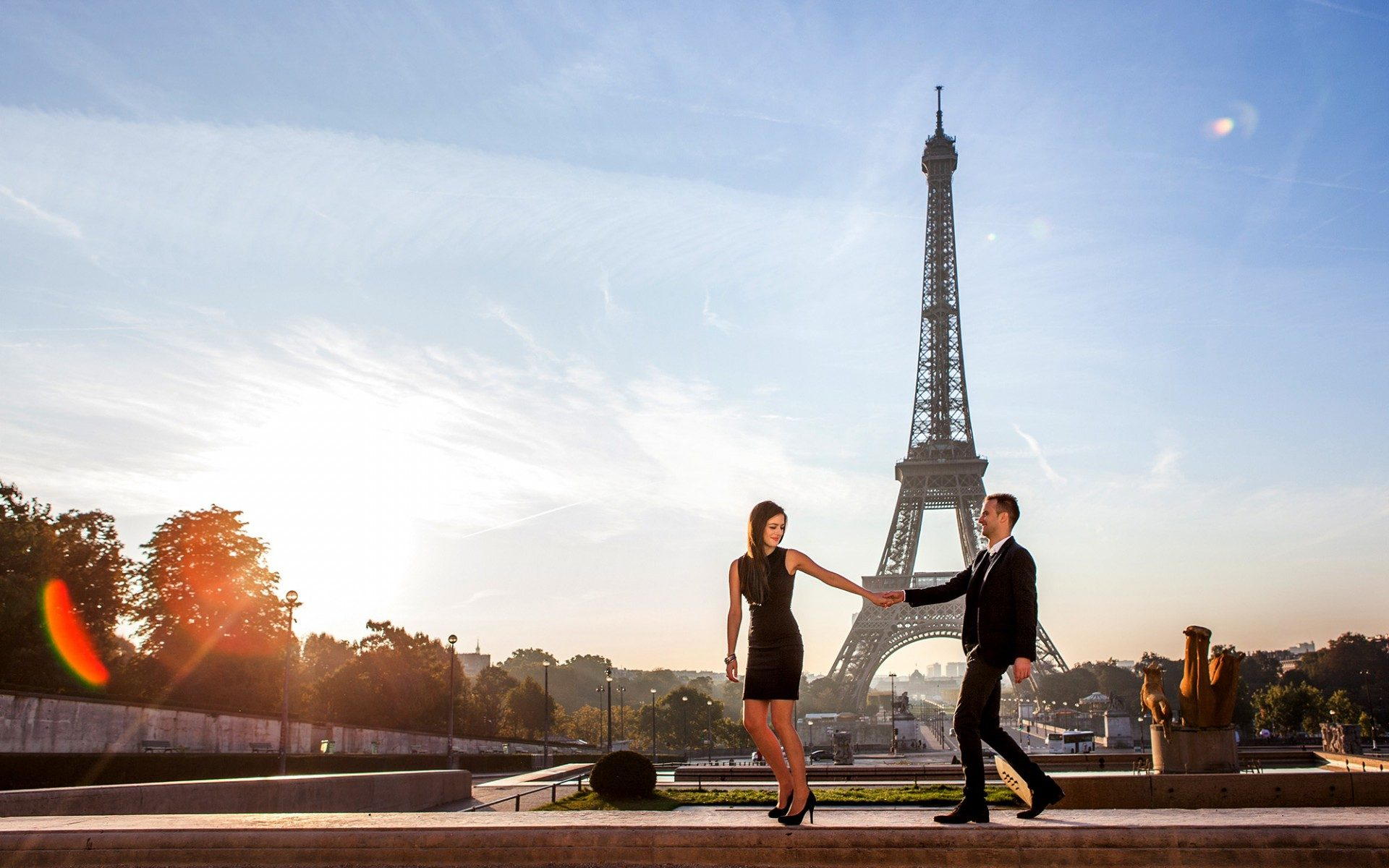 paris eiffeltower couple fashion shooting